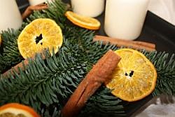 Adventstablett mit Orangenscheiben