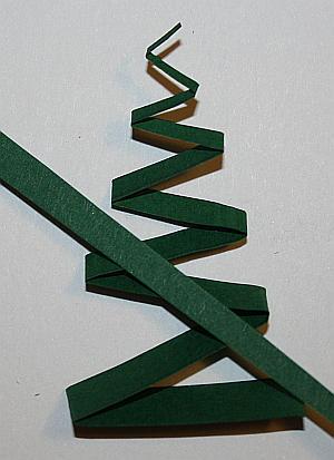 Papierstreifen für Geschenanhänger mit Tannenbaum