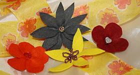 Bunte Dekoelemente: Blumen aus Filz basteln