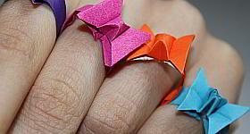 Origami Fingerringe in Schmetterlingsform falten
