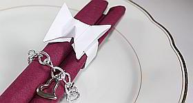 Hochzeitsdeko: Serviettenringe in Schmetterlingsform