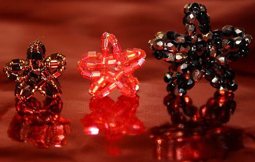 Sterne aus Perlen basteln