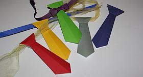 Faschings-Krawatte aus Papier falten