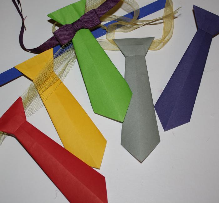 Krawatten aus Papier falten