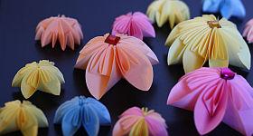 Origami-Blume basteln